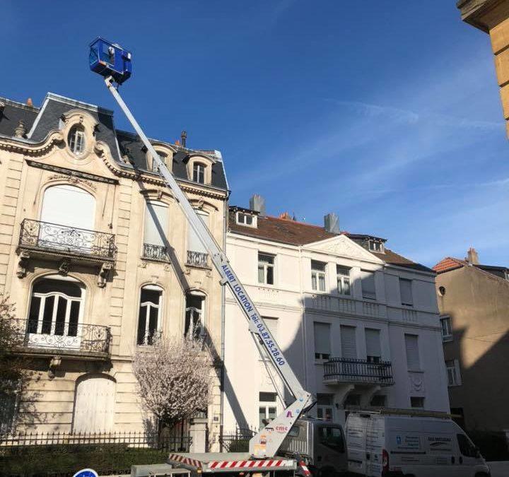 Pourquoi contacter un pro pour son démoussage toiture à Metz ?